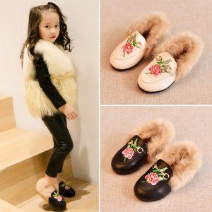 2017 new winter children's peas shoes Flat heel and velvet Princess hairy baby fashion embroidered warm leather shoes